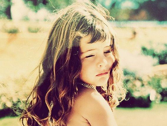 ¿Quién es esta nena, la llamativa hija de un famoso conductor?