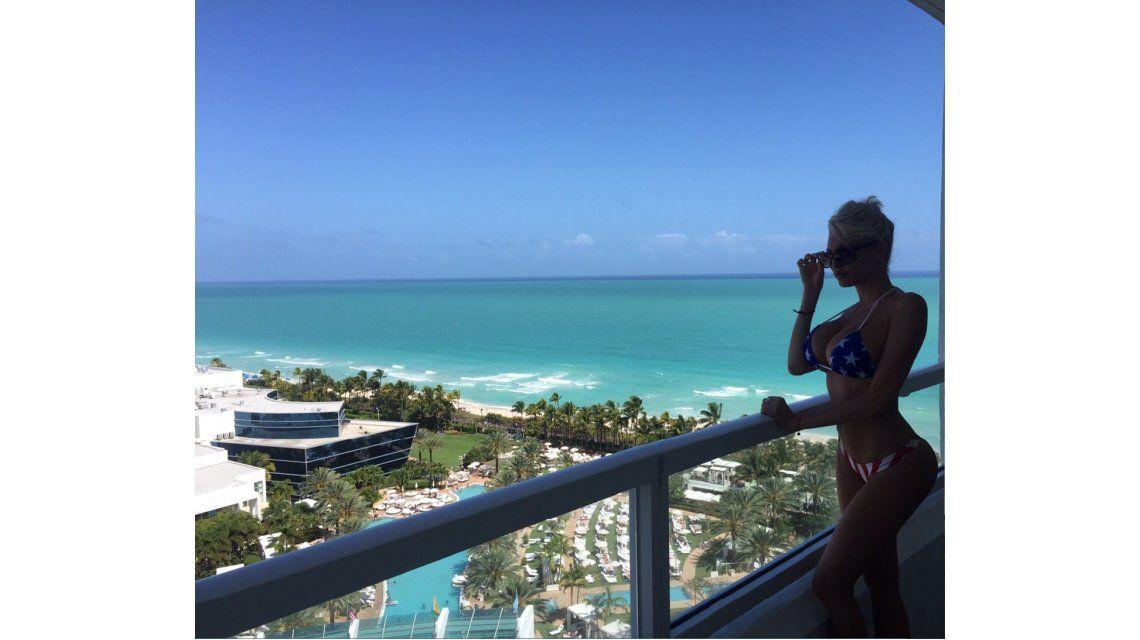Los viajes de Vicky Xipolitakis: producción para Playboy en Miami; y vacaciones en Aruba
