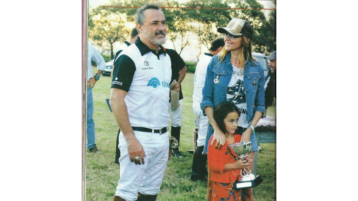 Vero Lozano y Corcho Rodríguez, a los besos en un club de polo