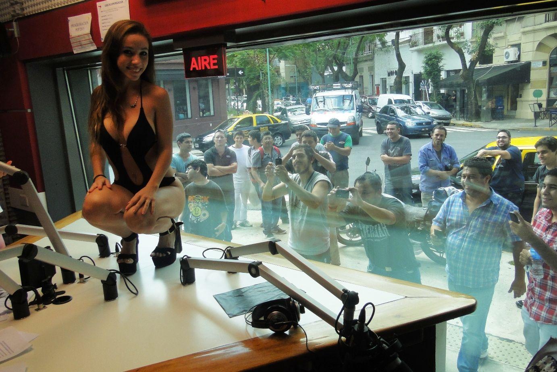 Tarde hot en Código Sily: la mujer que conquistó a Obama revolucionó Radio Pop