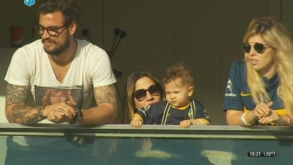 Recién llegada: Jimena Barón disfrutó en familia el debut de Boca en la Bombonera