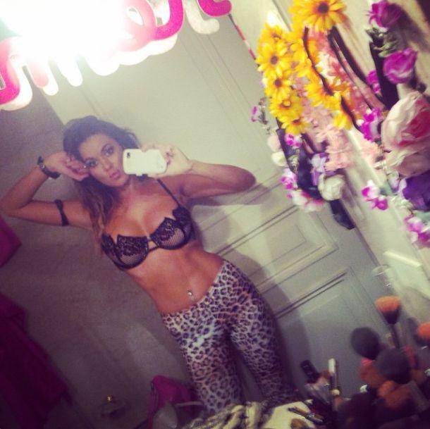 Karina Jelinek se muda cerca de lo de Susana y festeja con fotos hot en las redes