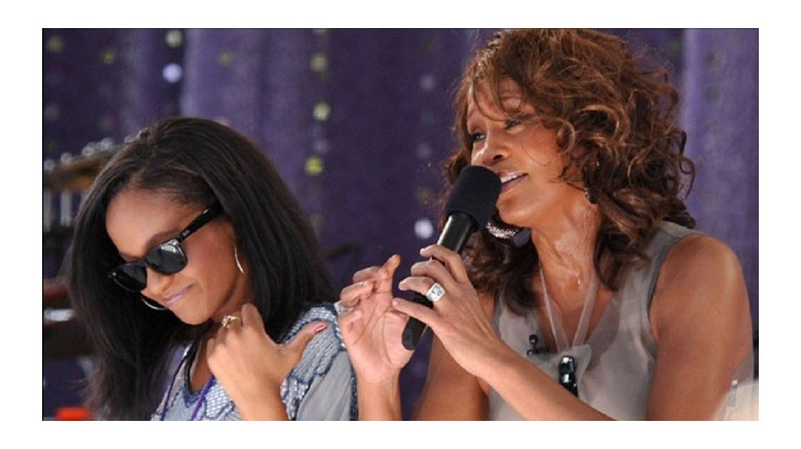 Internaron a la hija de Whitney Houston: estaba inconsciente en la bañadera