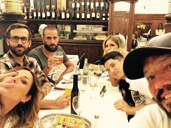 Marcelo Tinelli de vuelta en Bs As: cena con sus hijos y bigotes mostacholes