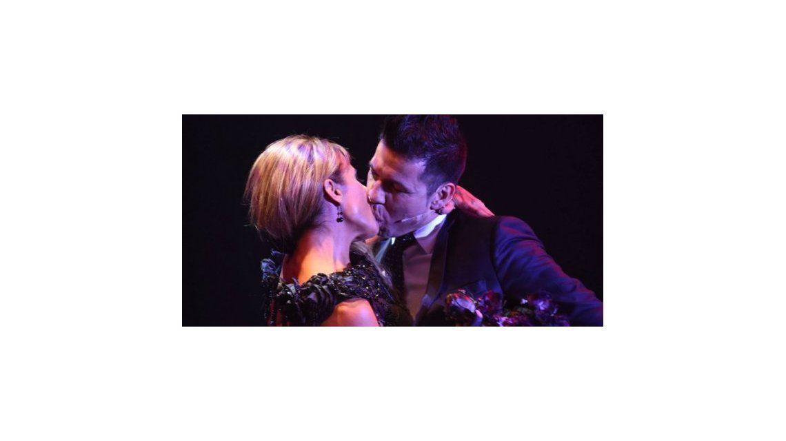 Después de los rumores, Maravilla le partió la boca de un beso a Iliana Calabró
