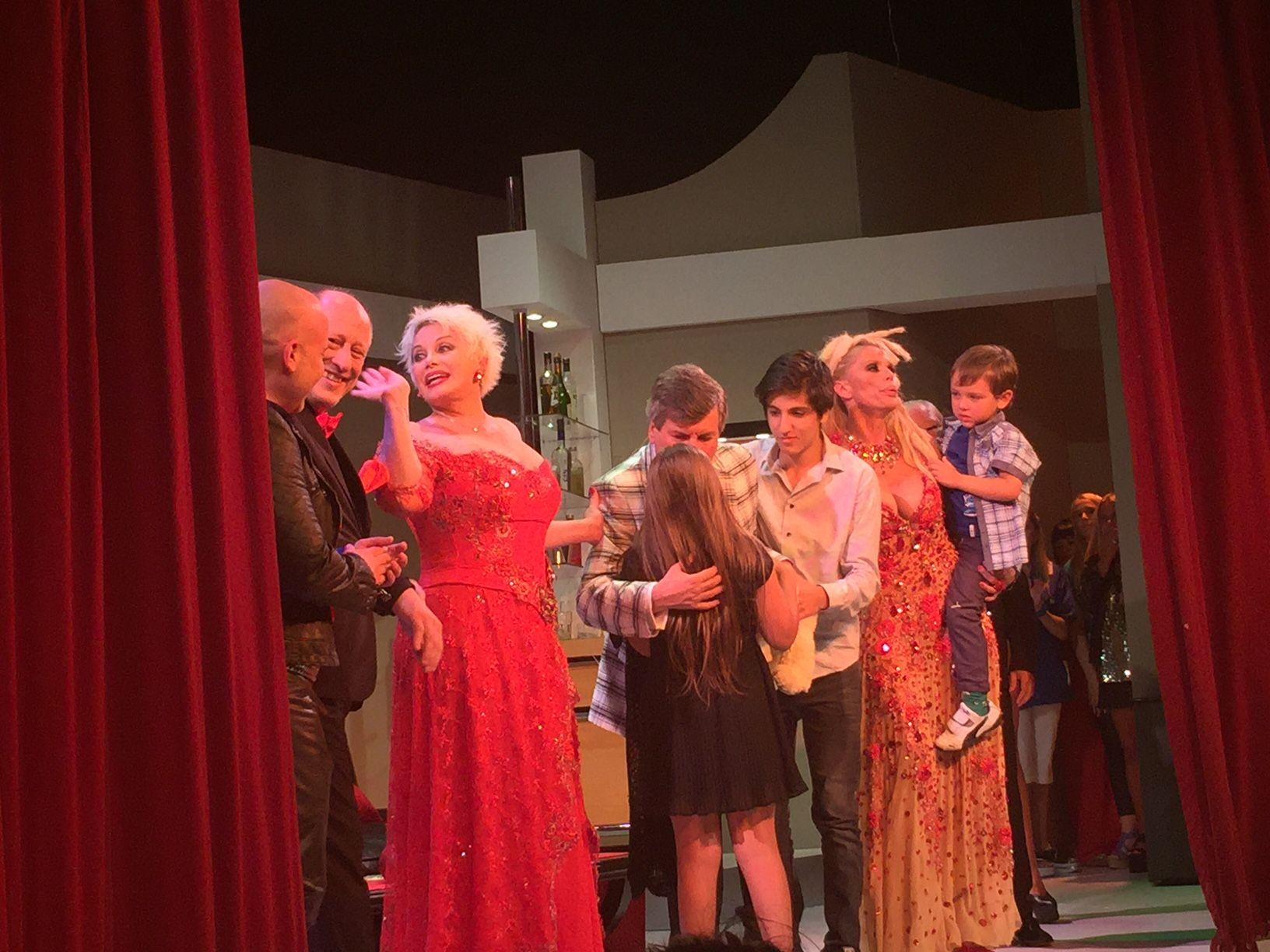 El estreno de Leonas: la ovación a Carlín Calvo y la emoción de Carmen y Nazarena