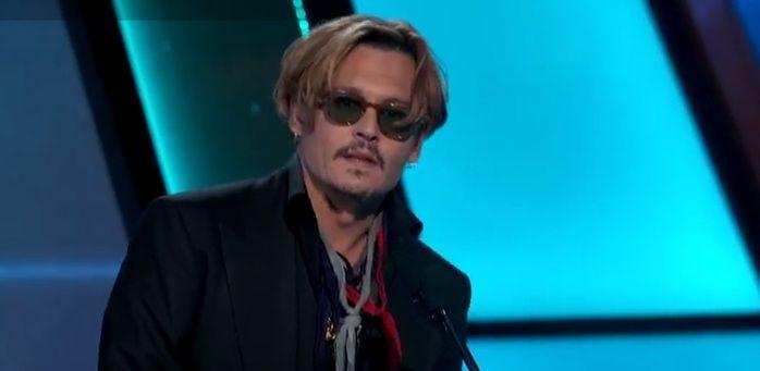 Johnny Depp presentó un premio borracho