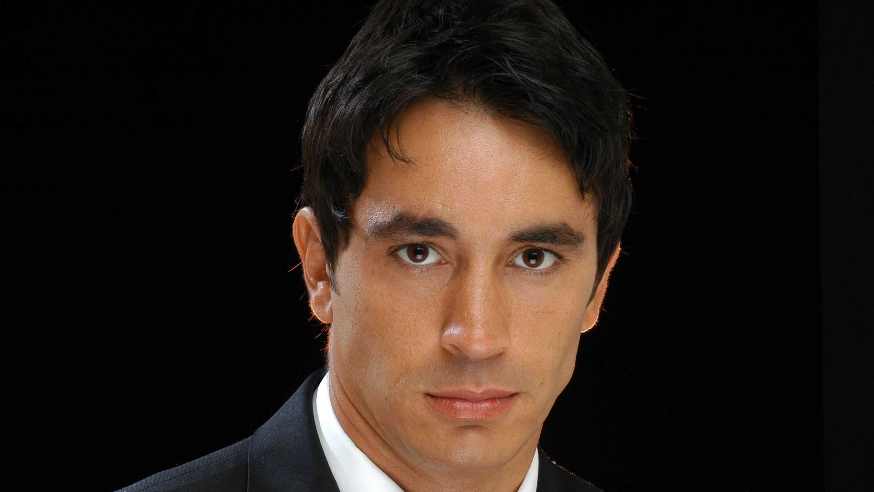 El mal momento de Sebastián Estevanez: sufre una grave enfermedad en sus rodillas