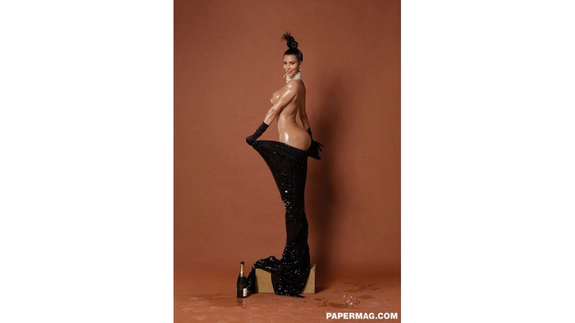 Después de mostrar su exuberante cola, Kim Kardashian se sacó todo