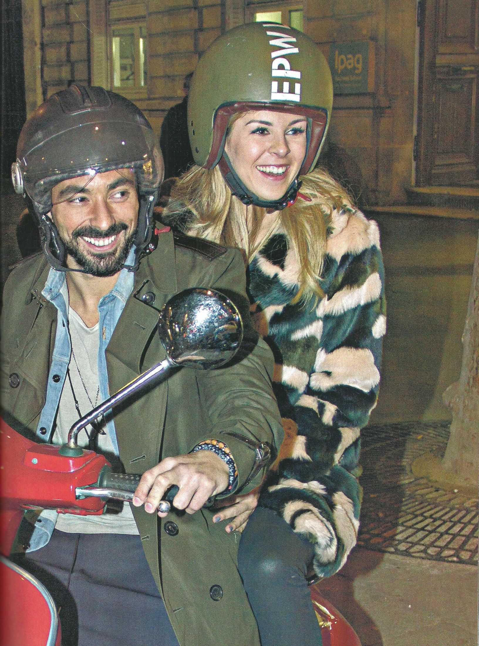 Pareja cool: El Pocho Lavezzi y Yanina Screpante pasean en moto por París