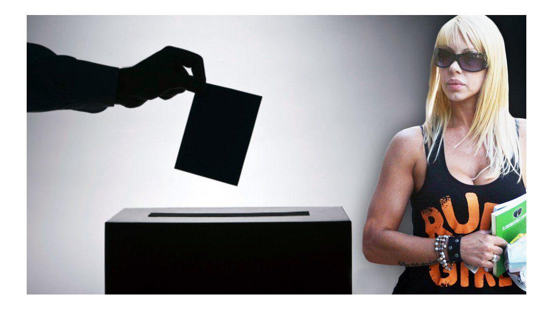 Democracia en peligro: Mónica Farro no votó por no pagar un arancel en dólares