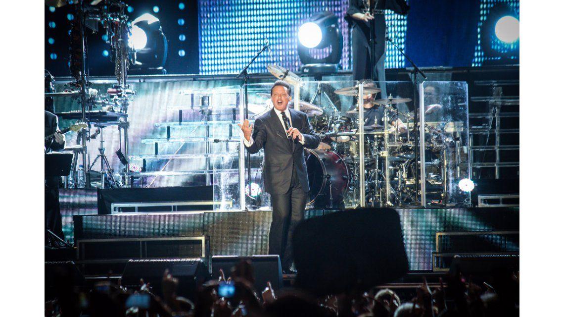 Luis Miguel arrancó su serie de conciertos en GEBA