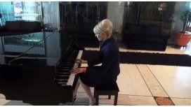Karina Rabolini, concertista de piano: toca La cumparsita y se viraliza