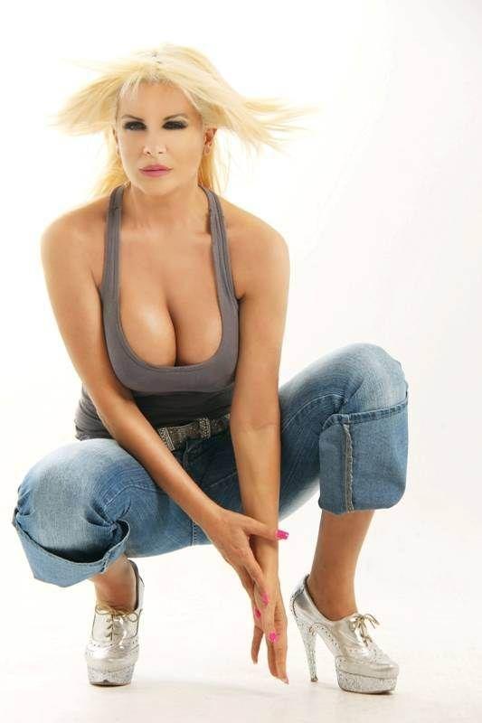 Después de Pradón, reapareció Paula Volpe con una producción caliente