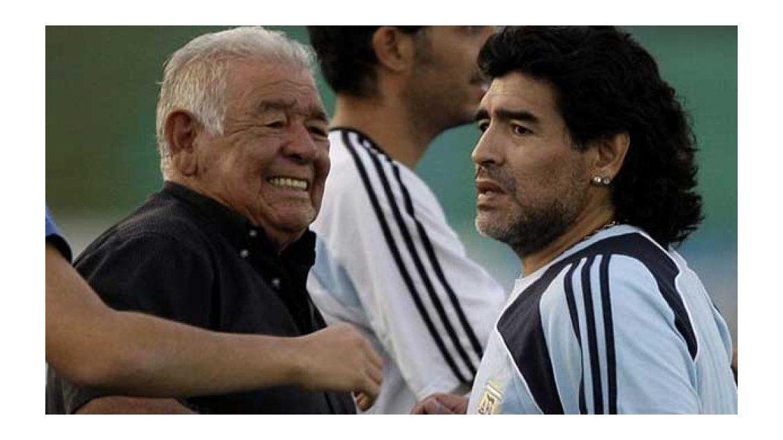 Diego Maradona vuelve de urgencia por la internación de su padre Don Diego