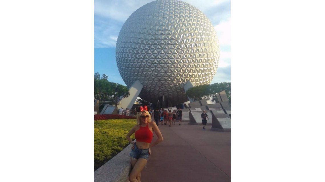 El álbum de las vacaciones de Vicky Xipolitakis en Disney y Miami: ingenua y hot