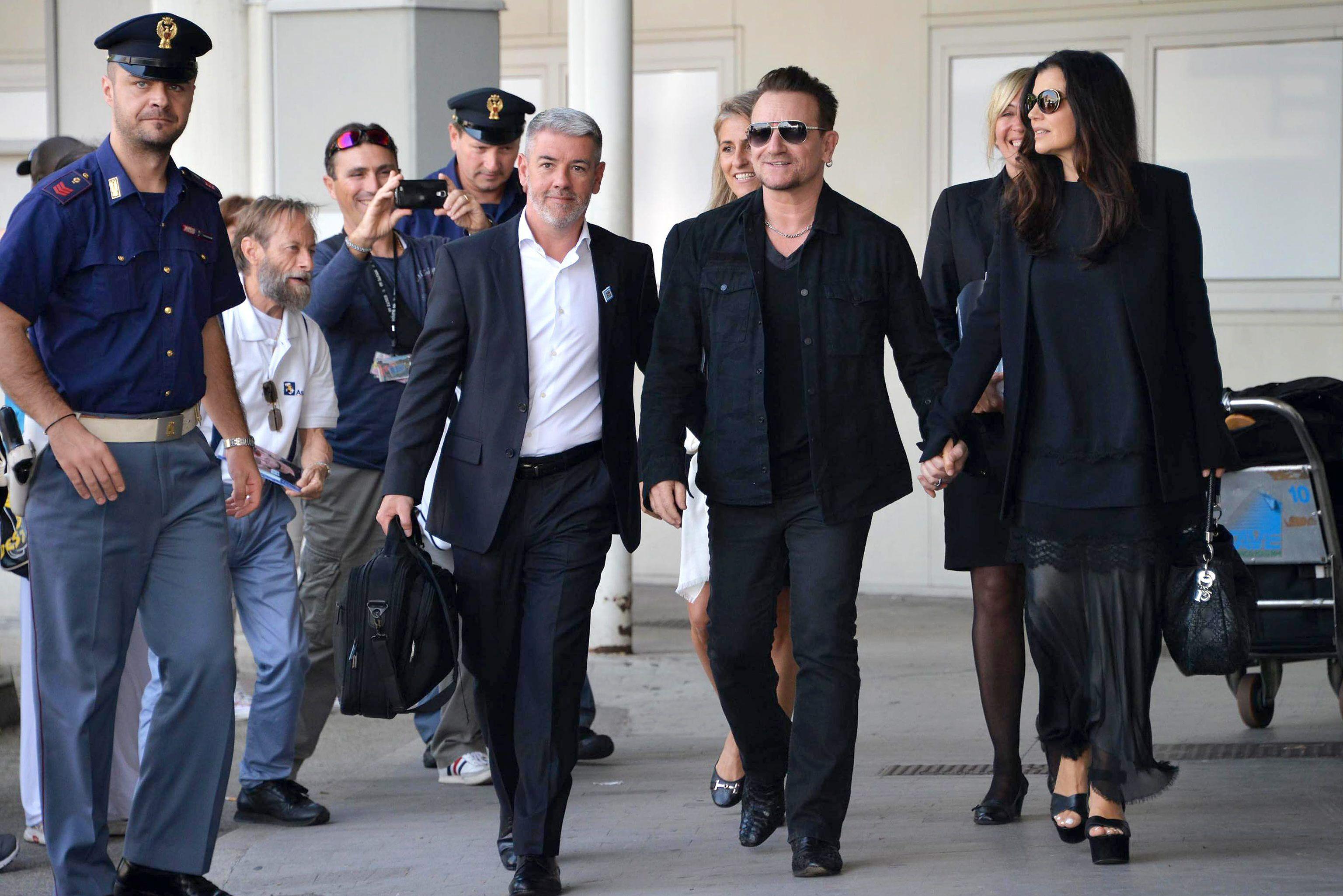 Bono y su mujer