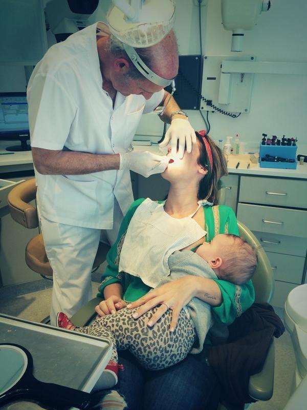 Mamá full time: La insólita forma de amamantar de Paula Chaves a su hija Olivia