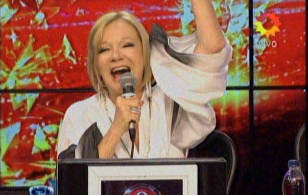 ¿Solita esta gagá? Confunde a Britney Spears con Black Eyed Peas y los chicharacheros