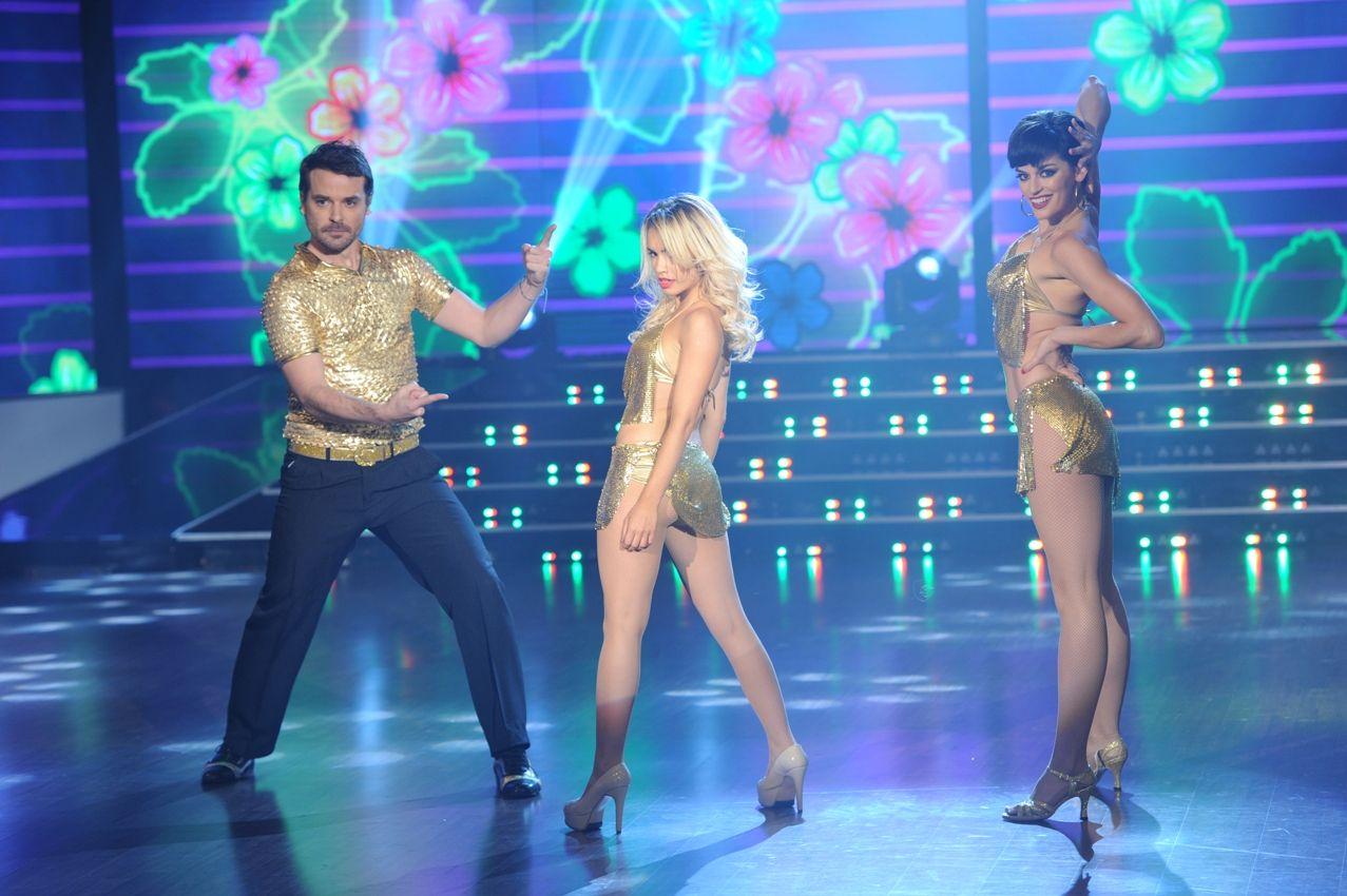 Así fue la salsa en trío y el baile de Lali Espósito con Pedro Alfonso: la euforia de los fanáticos