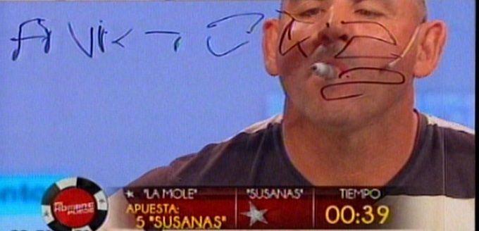 ¿Fue al colegio?: la Mole Moli hizo un mamarracho al escribir Susana en un pizarrón