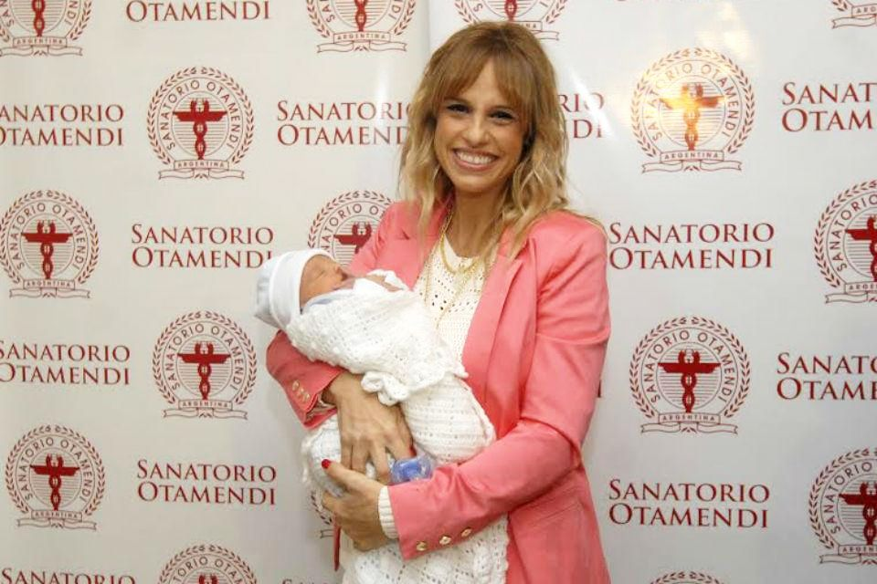 ¡Mamá orgullosa! Mariana Fabbiani presentó a su segundo hijo Máximo