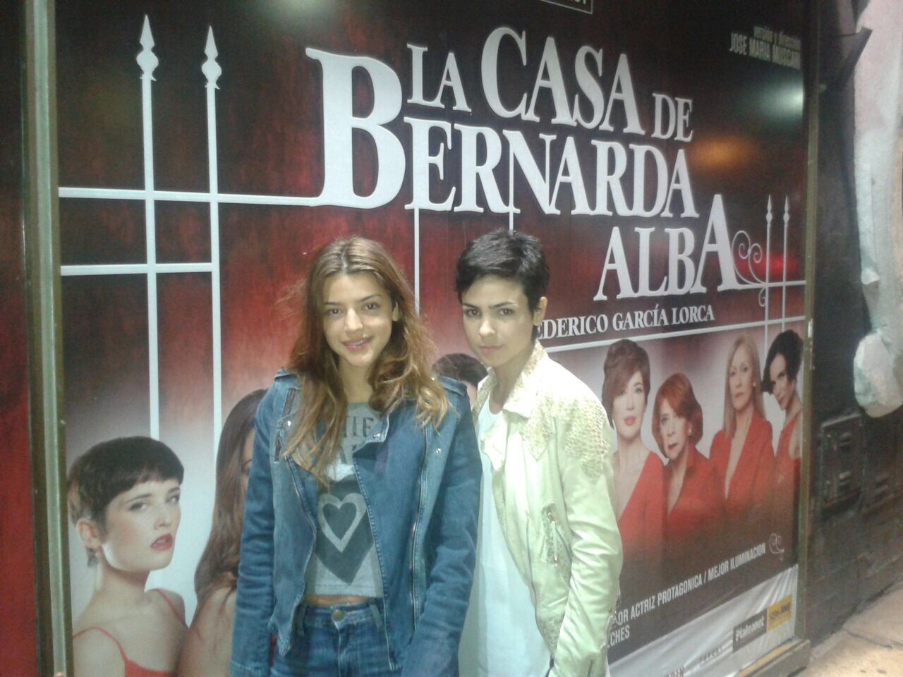 Noche de teatro para Agustina Cherri y Calu Rivero: vieron La casa de Bernarda Alba