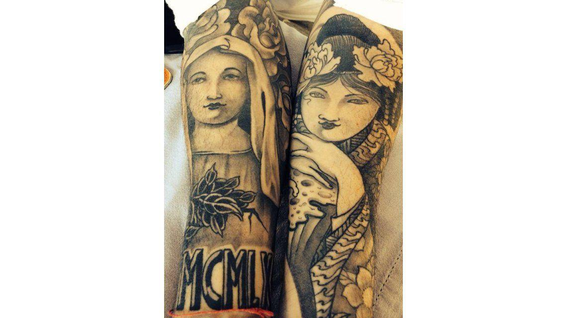 ¿Qué famoso tiene estos tatuajes en sus brazos?