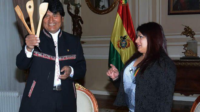 Elba, de MasterChef, viajó a la tierra de sus padres y Evo Morales la distinguió