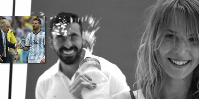 Una modelo vengó al técnico Sabella: le tiró agua en la cara al Pocho Lavezzi
