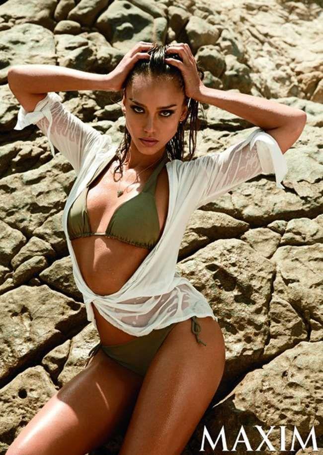 Jessica Alba volvió a las producciones en bikini con una tapa sexy