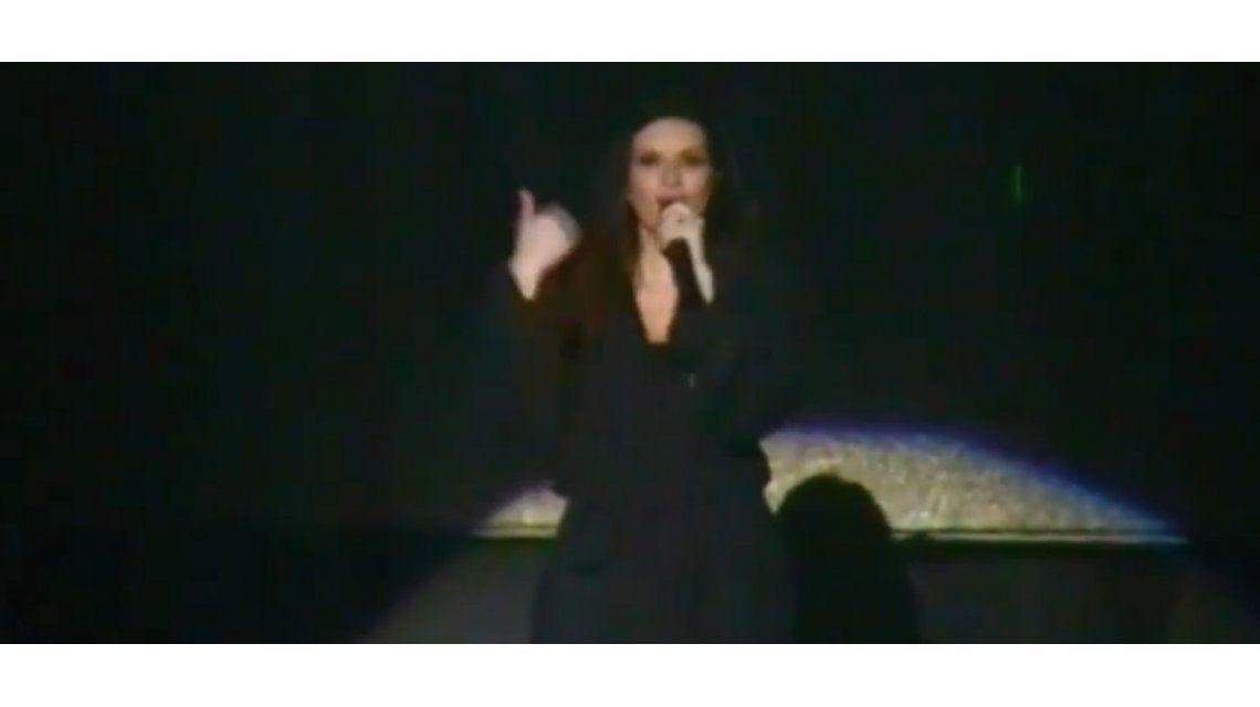 Laura Pausini mostró sus partes íntimas en un concierto: Yo la tengo como todas