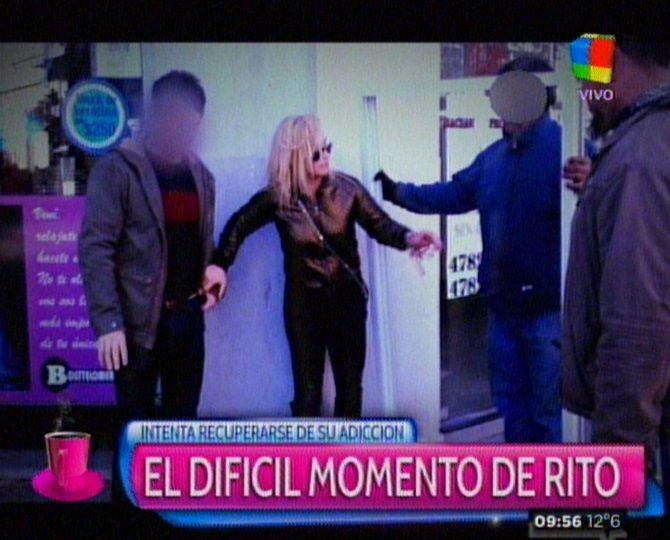 El escandaloso video de María Eugenia Ritó: gritos, porro y tropezones