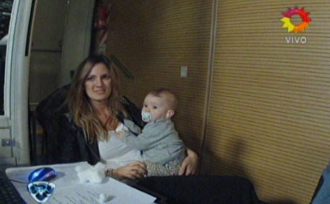 Paula Chaves y su hija Olivia fueron a ver a Pedro Alfonso a Showmatch