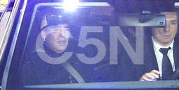 Diego Maradona ya está en Argentina y fue a la casa de Verónica Ojeda a ver a su hijo