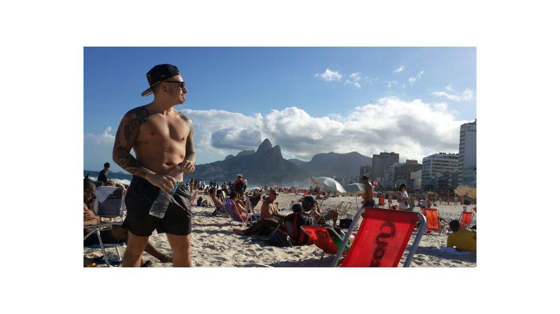 El álbum de viaje de Carmen a Río; fue a la final del Mundial y se quedó en la playa
