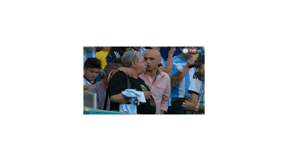 Tras la tragedia, Tití Fernández estuvo en Brasil para alentar a la Selección