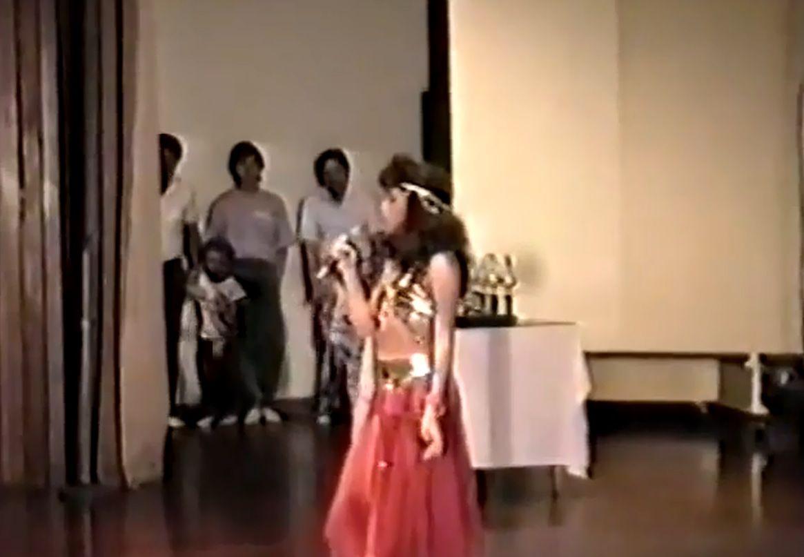 El video de Shakira bailando la danza del vientre a los 12 años