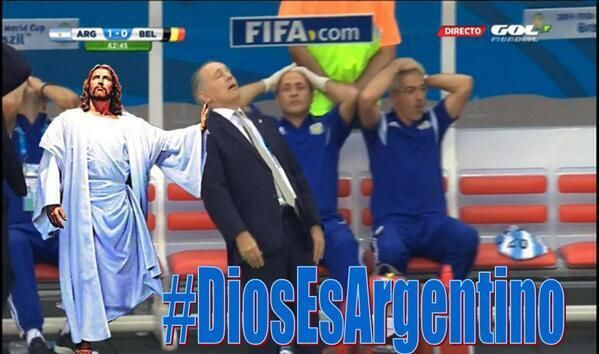 Las divertidas bromas en la web a Alejandro Sabella por su caída en el partido
