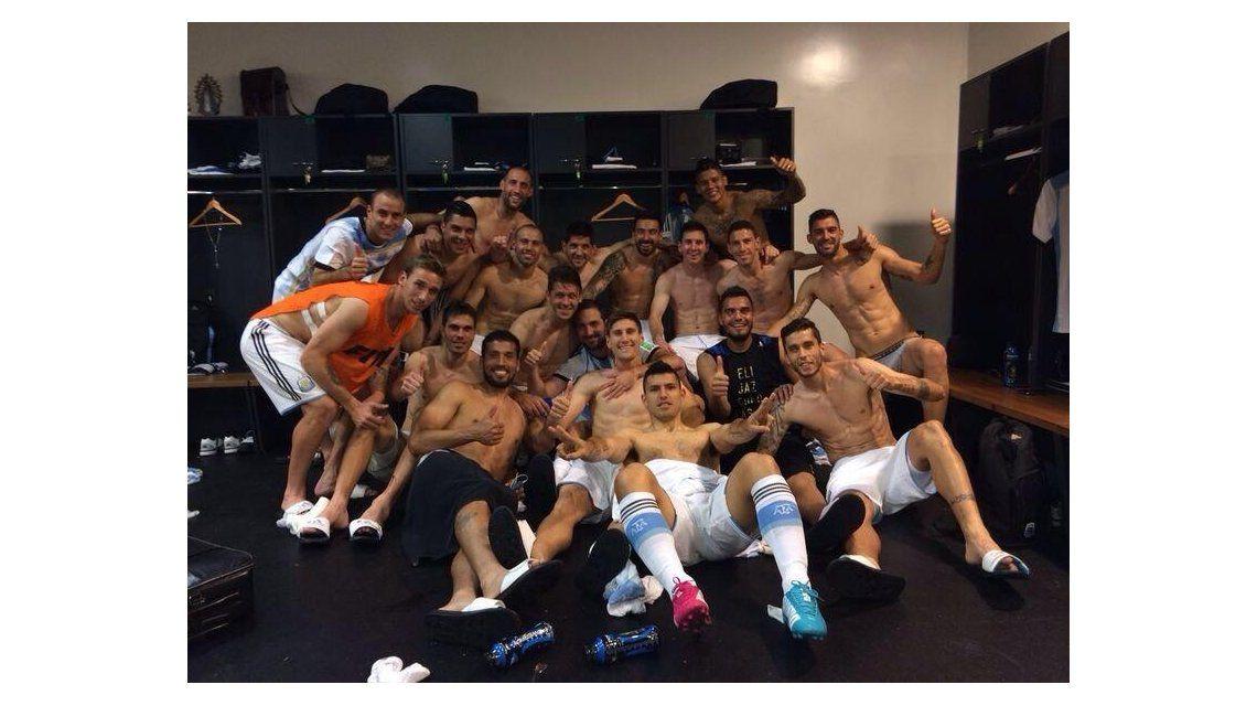 Las fotos del festejo en el vestuario de Argentina tras el paso a semifinales