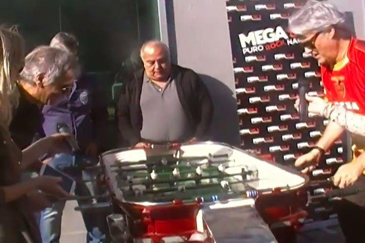 Roberto Pettinato contra Beto Casella en un duelo de titanes del metegol