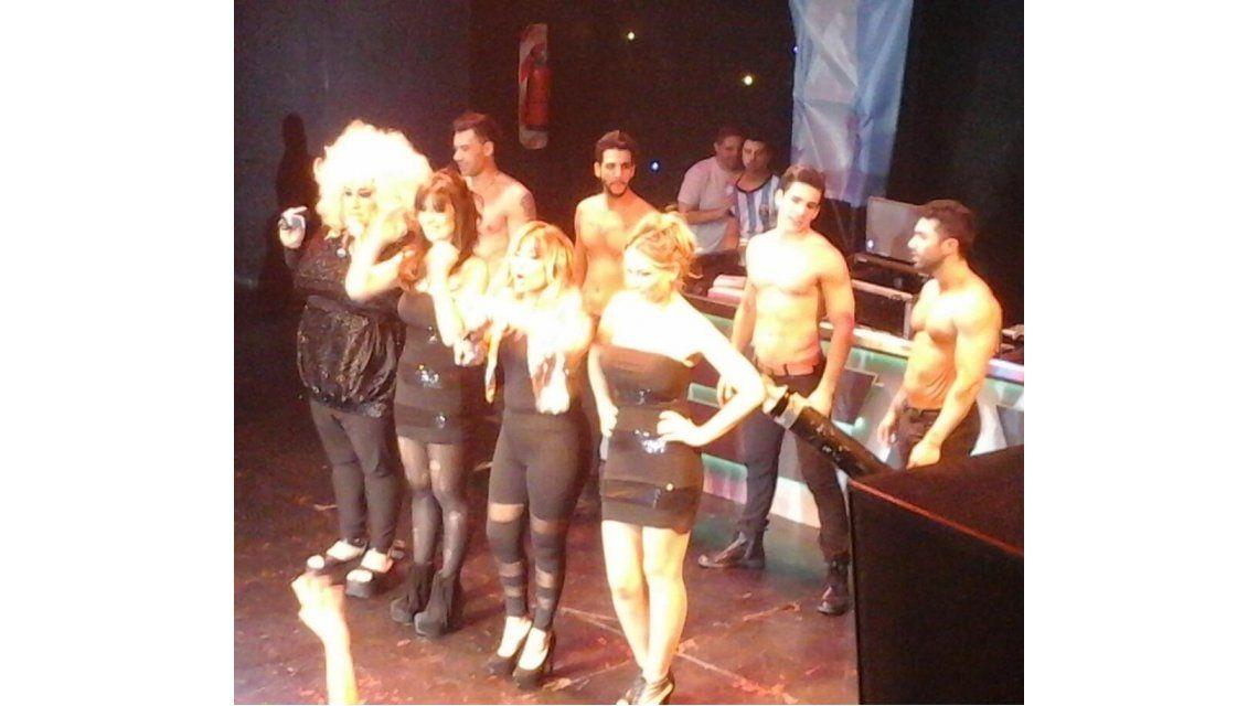 La noche desenfrenada de Marcela Tauro, Evelyn y Edith Hermida en un boliche gay