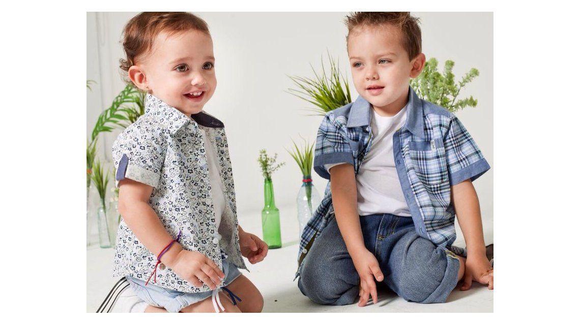 Thiago, el hijo de Nazarena, y Lola, la hija de Pamela David, modelos de ropa infantil