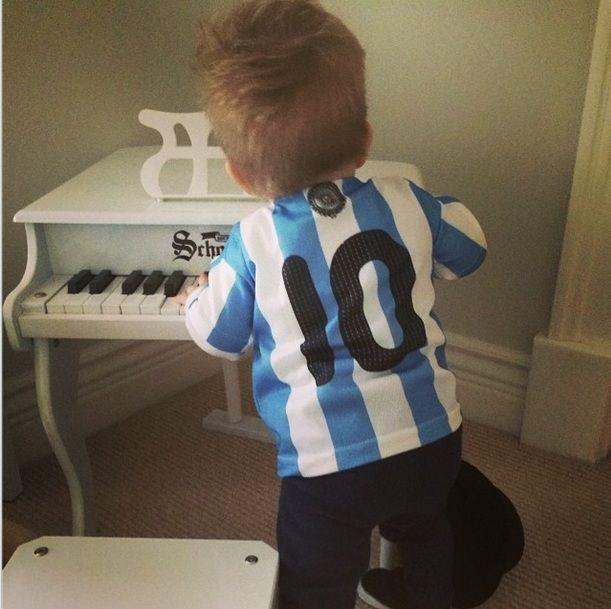El hijo de Luisana Lopilato alentó al equipo argentino con la camiseta de Messi
