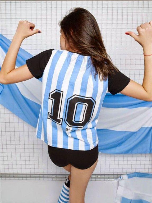 Las actrices teen también alientan a la Selección Argentina con una súper producción