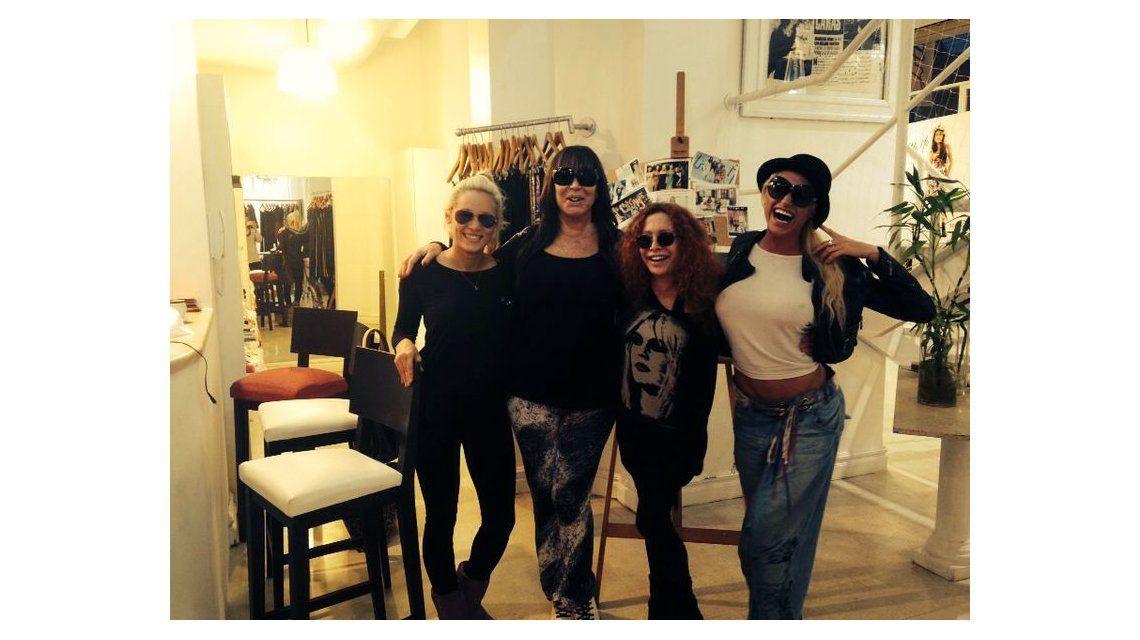 Las chicas Maradona se encontraron en la modista: Rocío oliva y la Griega, juntas