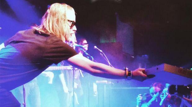 Macaulay Culkin y su banda de rock, agredidos a botellazos