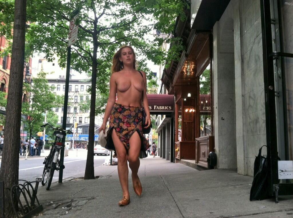 La hija de Demi Moore y Bruce Willis caminó en topless por Nueva York