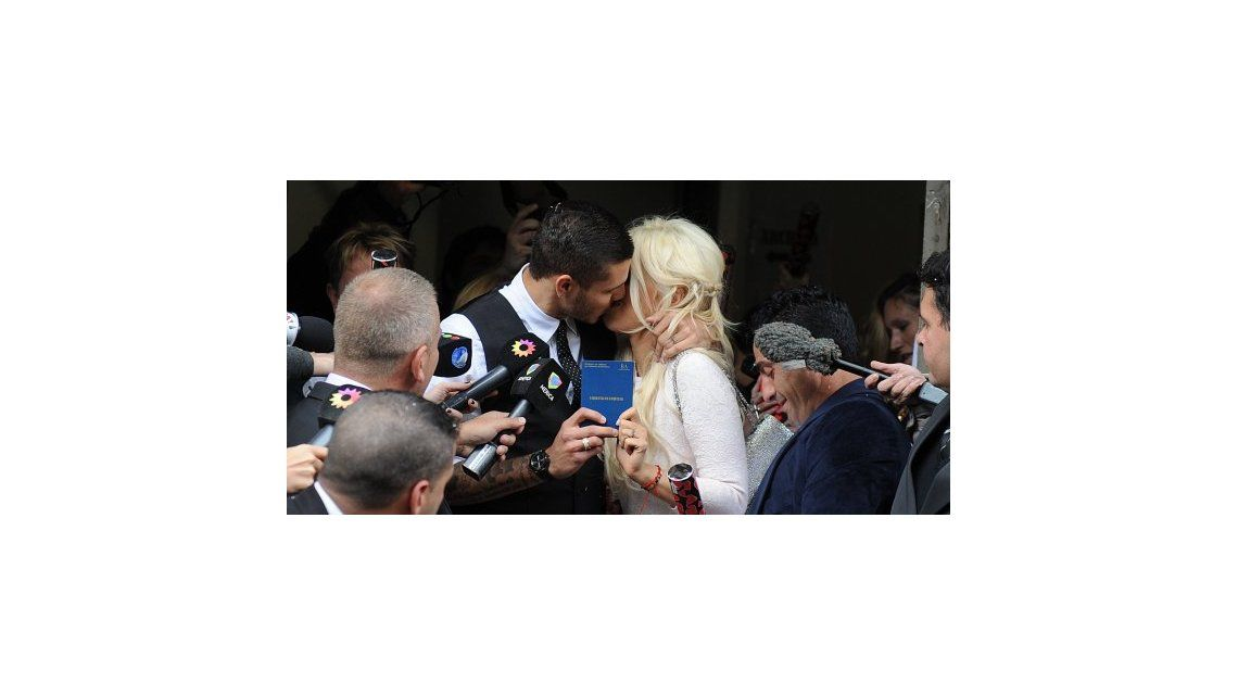 Se casaron Wanda Nara y Mauro Icardi: el look de los novios; elegancia y ostentación