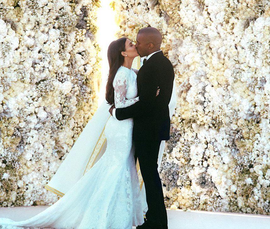 Las fotos del vestido de novia exclusivo que usó Kim Kardashian para su boda